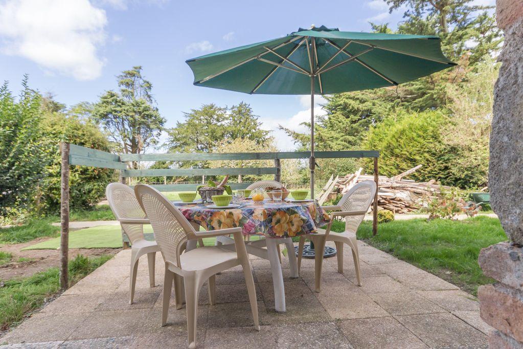 La terrasse, donnant sur le jardin, au calme